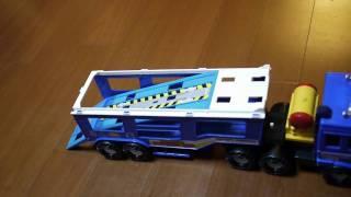 新玩具大卡車~