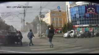 «Лансер» сбил пешехода на зебре после ДТП в центре Красноярска. ЧП Красноярск