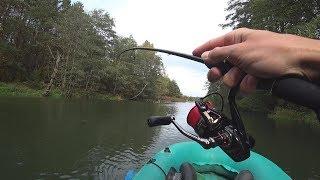 Каких щук и окуней скрывает эта сказочная осенняя речушка? Рыбалка с лодки на спиннинг осенью