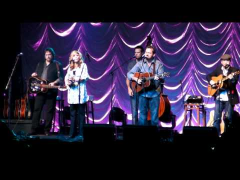 Alison Krauss & Union Station - Ghost In This House