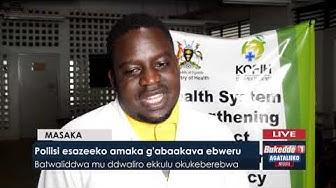 Poliisi esazeeko amaka g'abakaava ebweru.