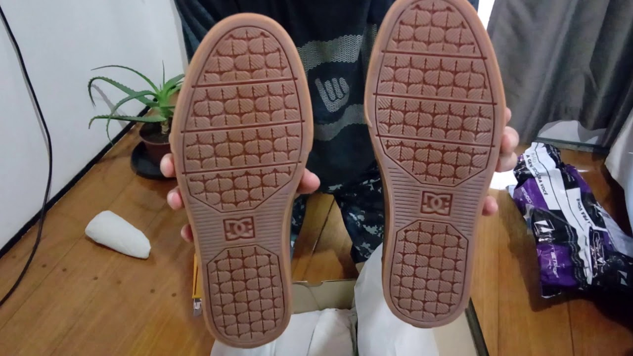 d29a473e97c25 Unboxing Tênis DC Shoes Studio Tx La Masculino (Preto+Dourado) - YouTube