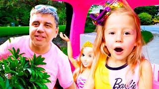 ناستيا سوف تذهب إلى حفلة مع صديقاتها في سيارة باربي
