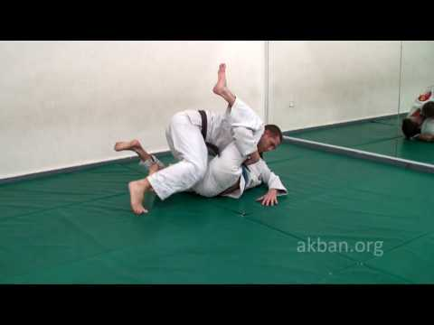 Against oponnent standing on distant knee inside half guard, Akban-wiki 1st part of BJJ series