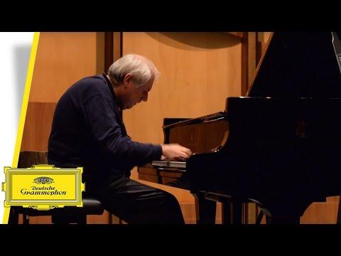 Grigory Sokolov - Schubert - 3 Klavierstücke No. 2 (Video Salzburg Festival)