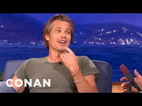 """Timothy Olyphant's """"Justified"""" Character Is Getting A Lisp - CONAN on TBS"""