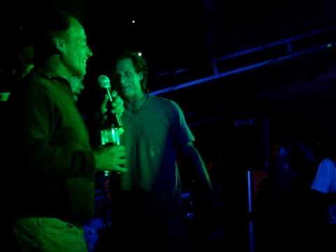 Nalbandian Intentado hacer karaoke