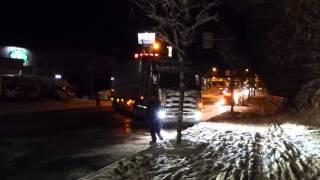 トレーラーヘッド 凍結路面にてスリップ ビミョーな登り道を登れない・・・ 国道36号線封鎖 thumbnail