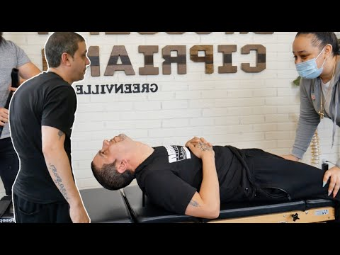 *SEVERE HYPERKYPHOSIS* Painful *Chiropractic Cracking* Adjustment