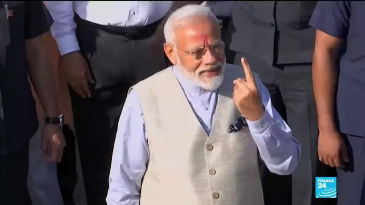 فرانس 24:India: Thousands of suupporters turn out to greet Modi as he casts his ballot on