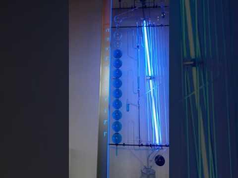 Sifonlama sistemi ile çalışan saat. Nemo Science Center - Amsterdam