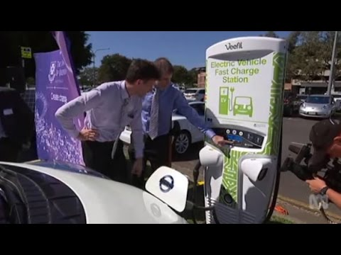 Mark Bailey announces Qld's solar powered electric car highway