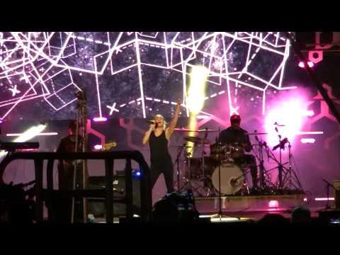 Tori Kelly 'Nobody Love' 2015 mmva rehearsal