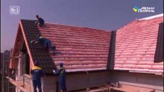 видео Как поднять крышу дома: подготовительные работы и монтаж