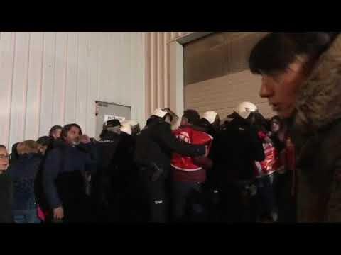 Varias trabajadoras heridas en una carga policial en el puerto de Marín