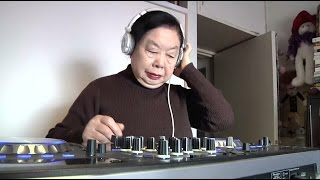 82-летняя старушка работает диджеем в модном клубе в Японии
