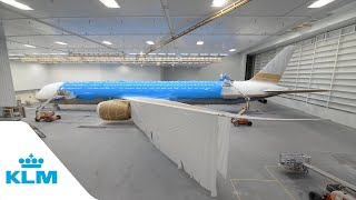 Timelapse: painting KLM's first Boeing 787-10 - KL...