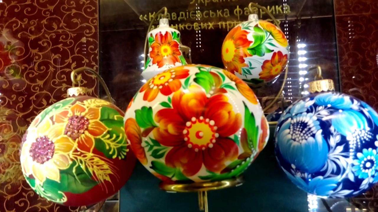 Клавдиевская фабрика елочных украшений предлагает широчайший ассортимент елочных игрушек из стекла.