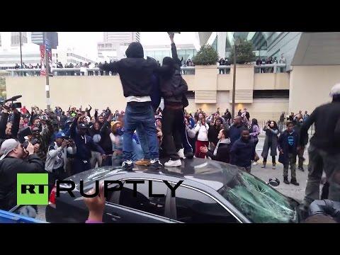 В США акция против жестокости полиции переросла в беспорядки