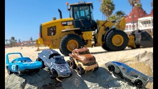 Cars 3 Toys the King & Jurassic World Fallen Kingdom Hot Wheels, Playing at the Beach & Front Loader