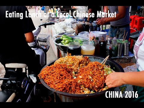 TRAVEL VLOG CHINA: Eating Lunch at a Local Chinese Market // 中国旅行;去小市场吃饭