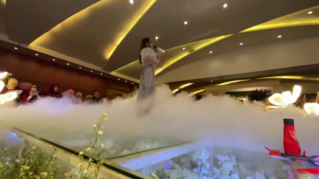 BAK RATU!! RARA BERNYANYI DI KERETA KENCANA || IKA & FERDI WEDDING