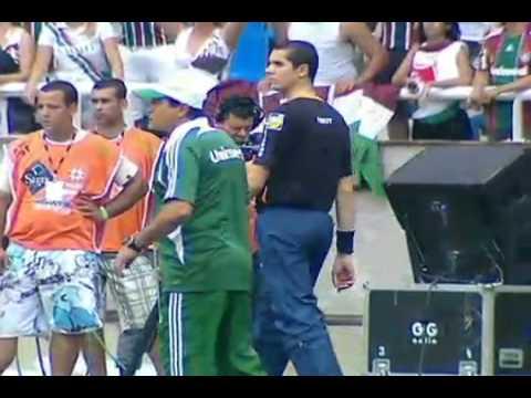Após 26 anos de espera, Fluminense volta...