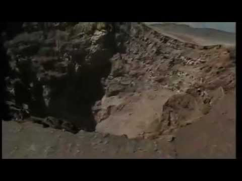 L'Etna sull'orlo del cratere - Italia.it
