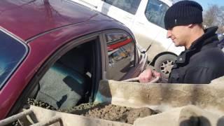Обозленный муж залил машину жены бетоном из за магазина Верный