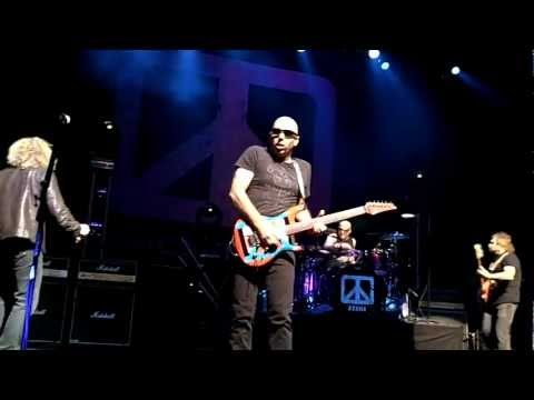 Chickenfoot - Sexy Little Thing @ Paris Olympia