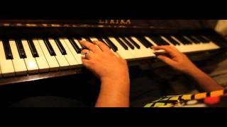 Repeat youtube video Sagopa Kajmer - Galiba Piano - Saydam Odalar 2011 - (Sago Piano Çalıyor)