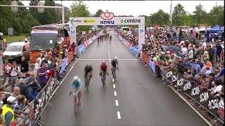 De finish van het NK wielrennen in Emmen