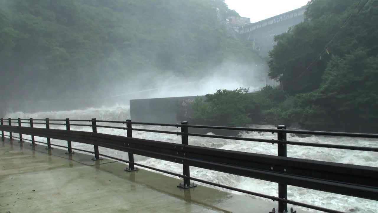 2011年9月_五十里ダム 2011年9月台風12号に伴う放流 - YouTube