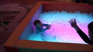 Светодинамический сухой бассейн с шариками в сенсорной комнате(Видео с последнего объекта: уголок, стол для рисования песком, большая композиция, потолок
