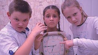 ОПОЗДАЛИ В ШКОЛУ! Даша с Друзьями ПРОГУЛЯЛИ УРОКИ Звонит Учитель kids children