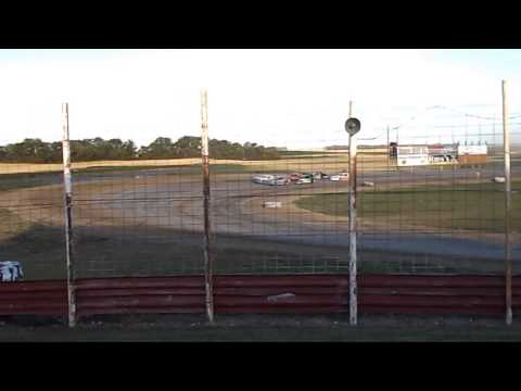 DSCN0014 2015-08-08 Devils Lake Speedway Street Stocks heat 1