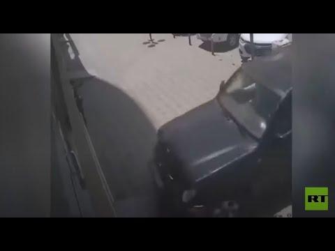 امرأة سعودية تدمر محلا بسيارتها خلال تدربها على القيادة