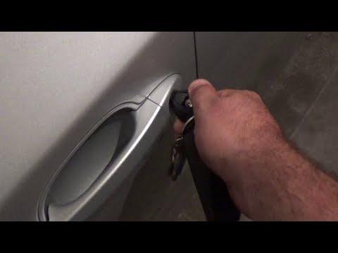 BMW E60 5 SERIES Как с помощью дверного замка и ключа открыть окна
