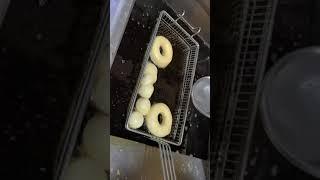 히능이 치킨사냥에서 도넛연구중..[[메리앤슈]]사장 튀…