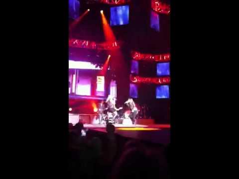 Gunpowder and Lead Miranda Lambert featuring Kelly Clarkson
