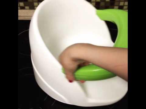 Нина первый раз в стульчике для купания - YouTube
