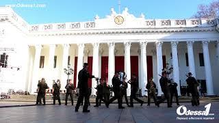 Odessa1.com - Одесский оркестр исполняет «I will survive»