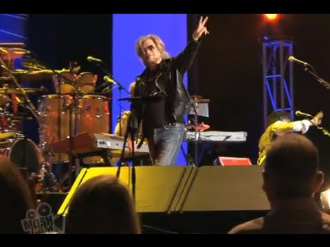 Daryl Hall and John Oates - Crowd call for encore | Live in Sydney | Moshcam