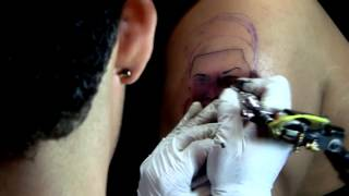 Gambar cover ERASMO TATTOO- TATUANDO -AL KABLE MY STUDIO -VIDEO by Rodrigo Films