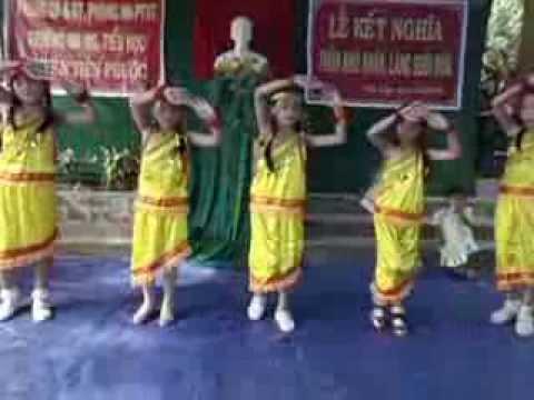 múa niềm vui của em của học sinh trường tiểu học tiên lập ngày 5/6/2013