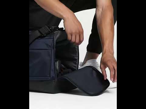 Maravilloso presupuesto longitud  Men's Training Duffel Bag (Medium) Nike Vapor Power - YouTube