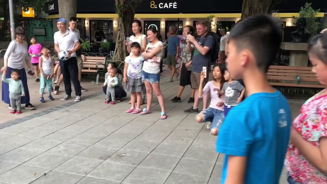 8e01f8362e85 Tiene 10 años y lo peta tocando el ukelele - Donvago.com