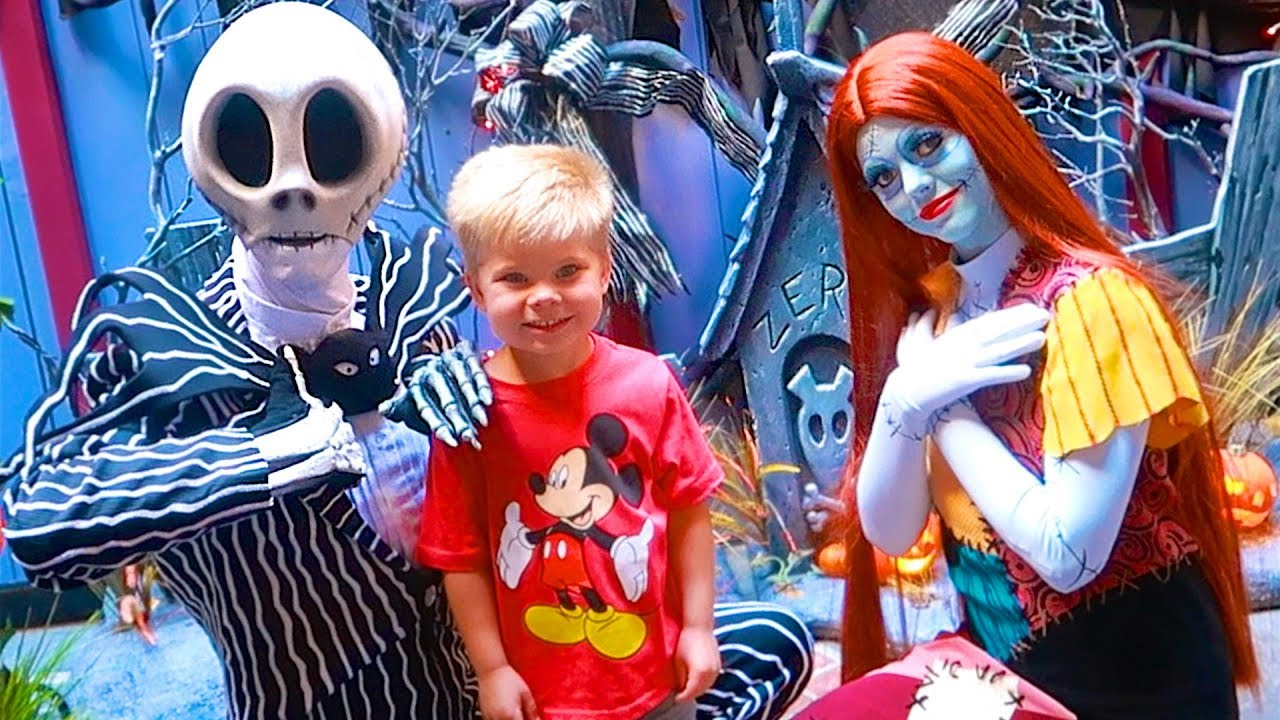 Nightmare before christmas in real life rare jack skellington nightmare before christmas in real life rare jack skellington and sally disneyland meet greet m4hsunfo