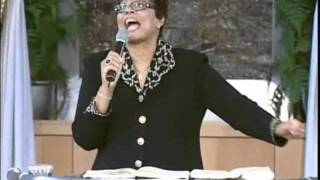 Iona Locke PRAISE BREAK - Kingdom Victory 2011