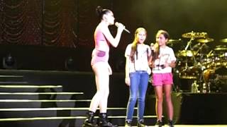 Price Tag (Jokes and kids onstage) | Jessie J Live in Singapore 20032012